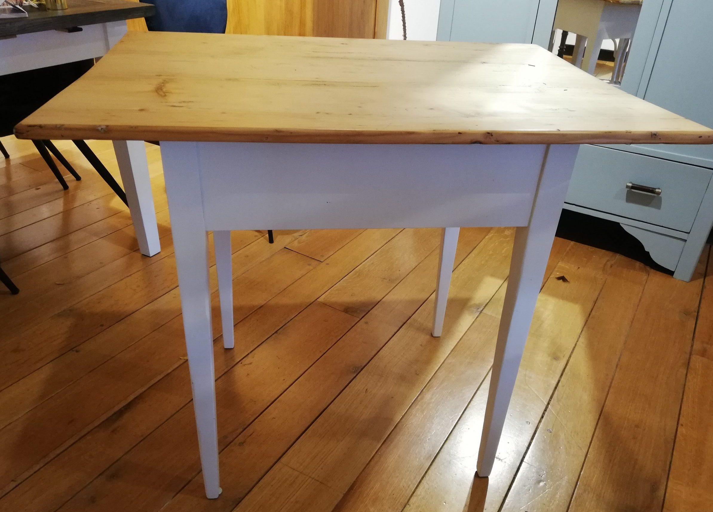 Kleiner Tisch um 1890 – Weichholz