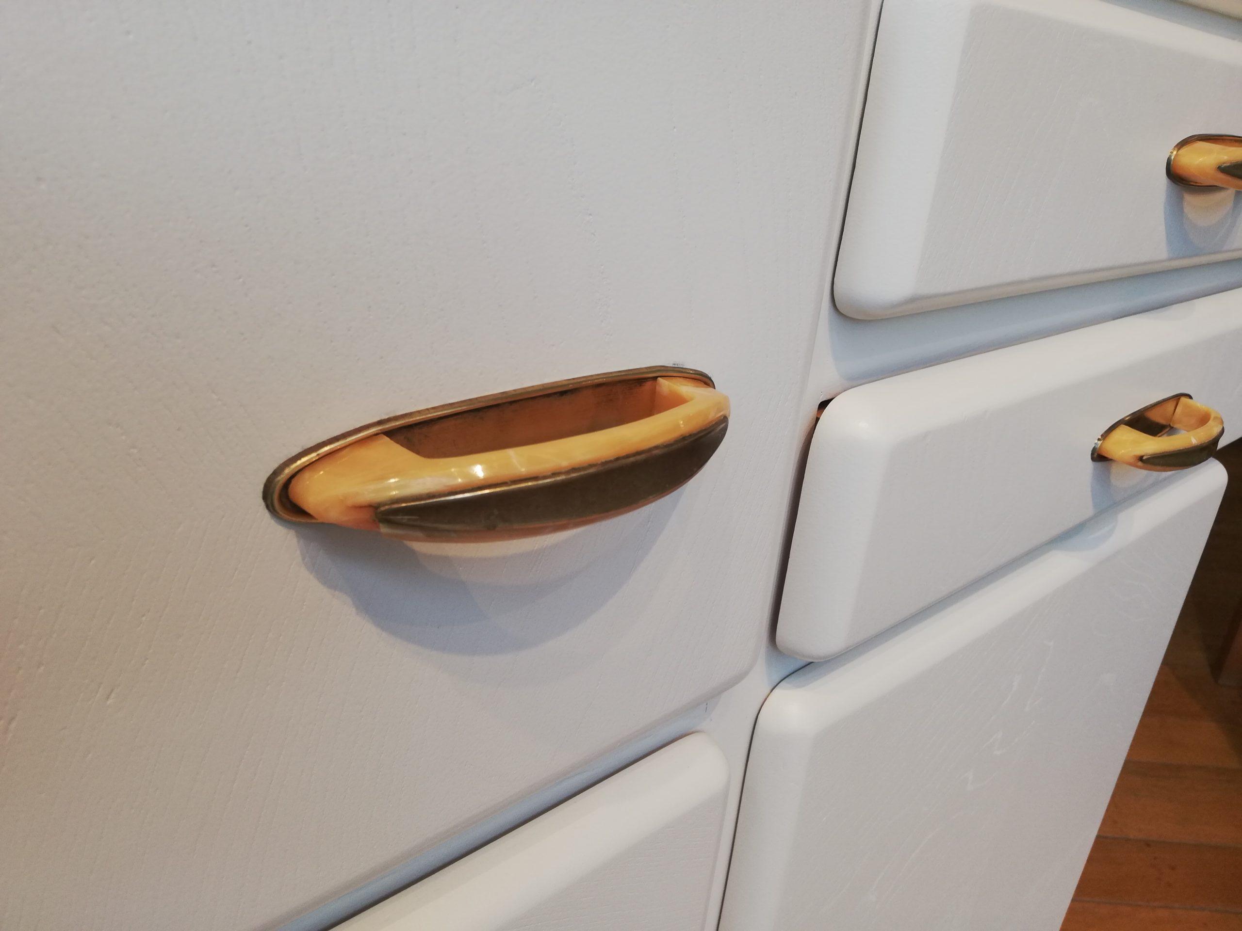 Küchenschrank Midcentury – cremeweiss